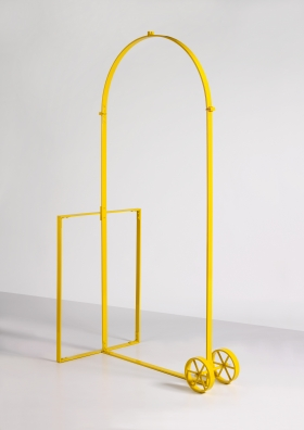 Jimmie Durham, Arc de Triomphe for Personal Use (Yellow), 2007, Photo Jean-Louis Lois