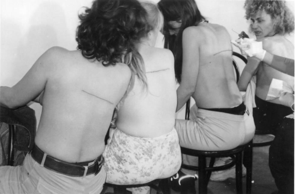 160 cm Line Tattooed on 4 People El Gallo Arte Contemporáneo. Salamanca, Spain. December 2000 2000 by Santiago Sierra born 1966